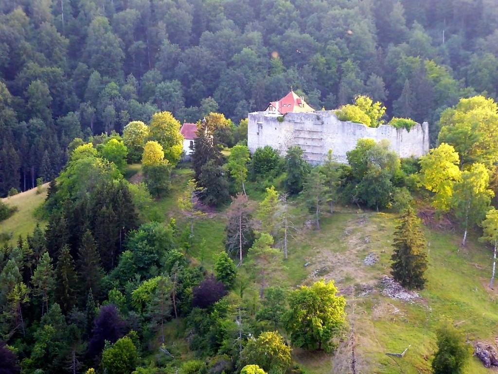Ausblick auf die Burg Niedergundelfingen