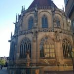 Münster mit Brunnen
