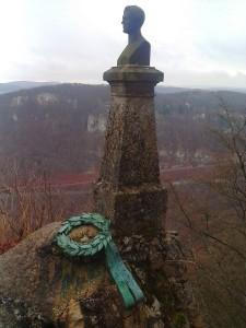Hauff-Denkmal des Erbauers