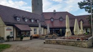 Innenhof mit Gaststätte