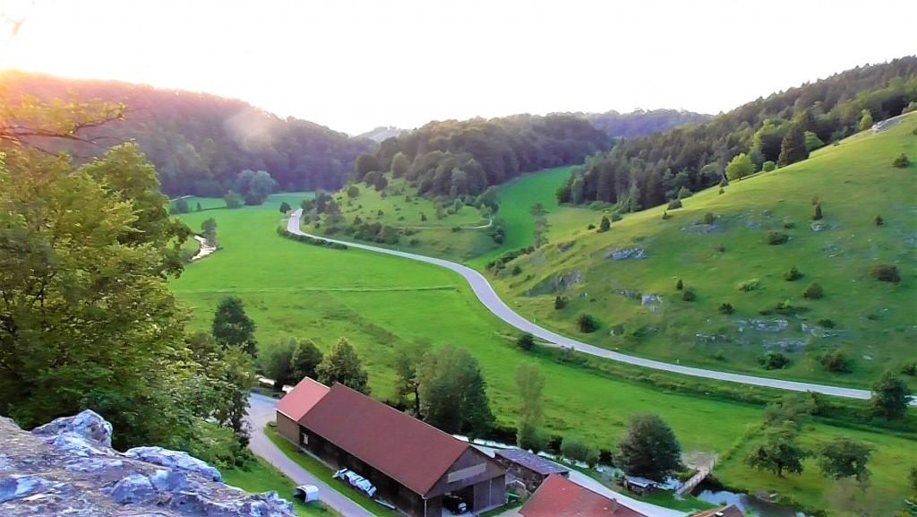 Der Blick auf Bichishausen und das Große Lautertal im Sonnenuntergang