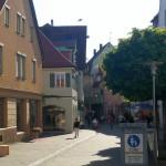 Einkaufsstrasse mit Hotel