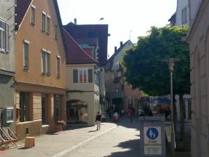 Einkaufsstrasse mit Unterkünften