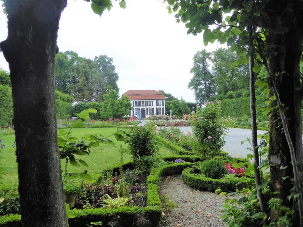 Heckengarten mit Lusthaus