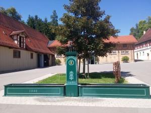 Der historische Brunnen im Innenhof