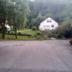 Kleiner Park vor dem Hotel in idyllischer Lage