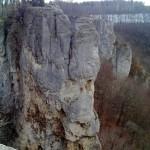 Kletterfelsen vor der Ruine