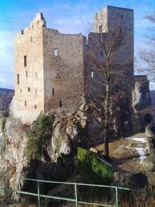 Ruine Reußenstein vorne