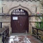 schlosseingang-lichtensteinzugbruecke